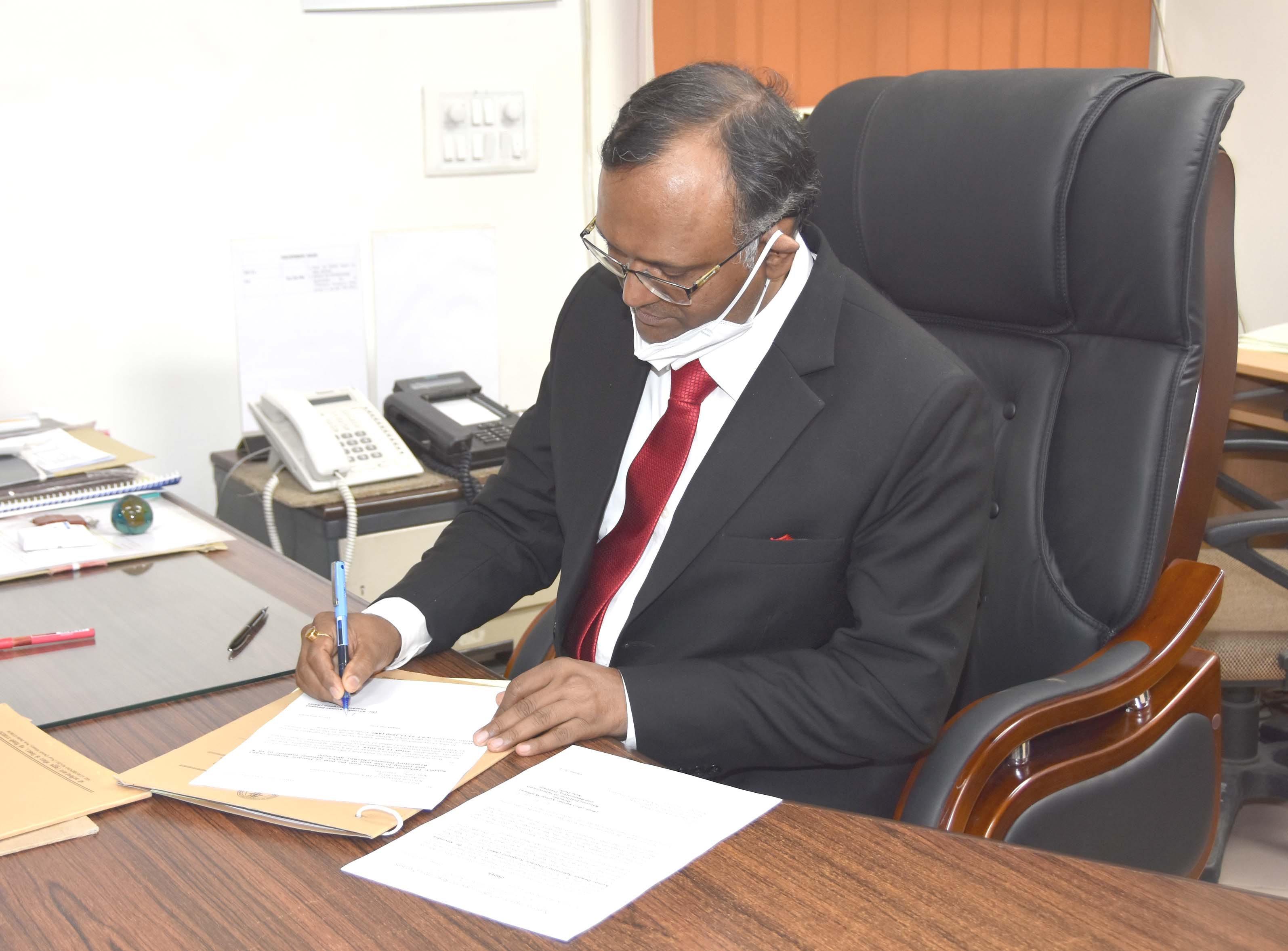 Prof_Dr_R_K_Dewan_Taking_Charge_of_Director